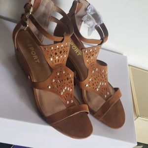 New Report sandals. Super cute!